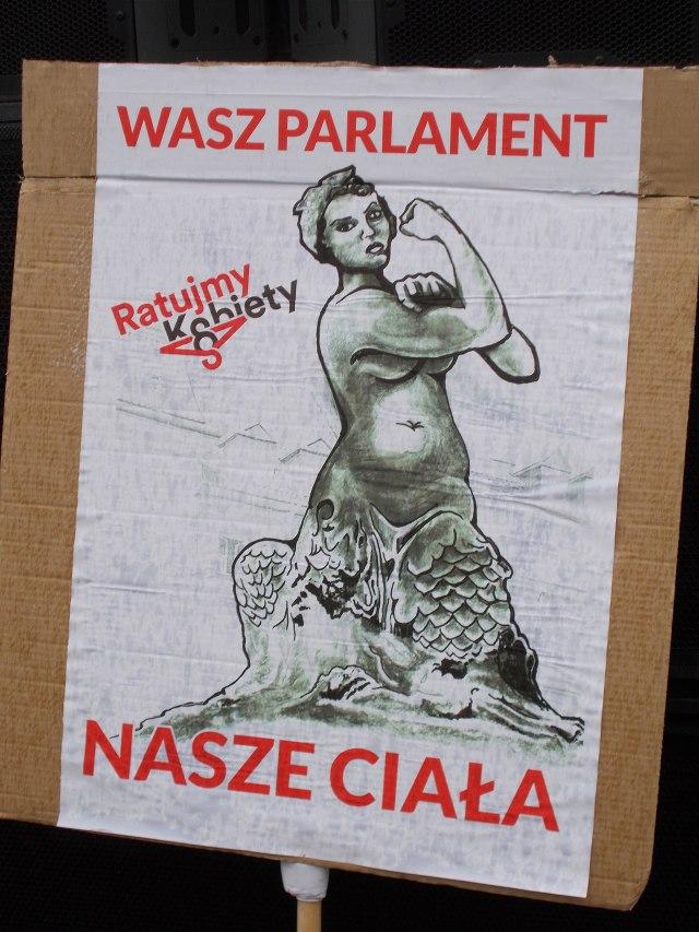 Czarny_protest_inicjatywy_Ratujmy_Kobiety_2016_10_01_w_Warszawie_00