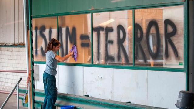 semiya-muss-das-graffiti-entfernen-100__v-standard644_a568c4